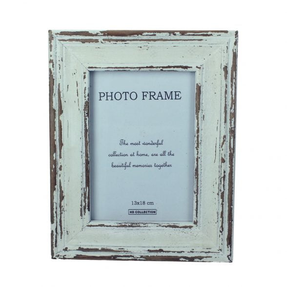 Fotoram i trä med antik finish. Bildmått 11,5x17 cm, mått inklusive ram 20x25 cm.