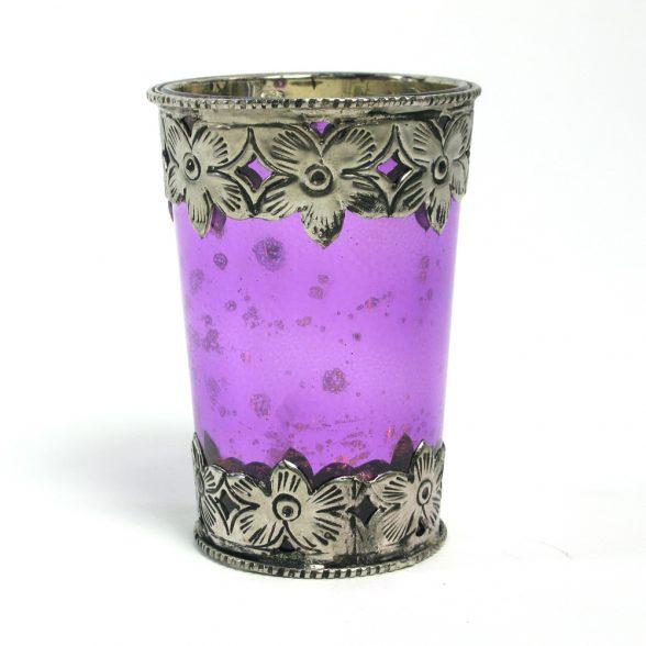 Ljuslykta i orientalisk stil med färgat glas.