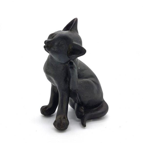 Söt kattunge i polyresin för dekoration. Mått 13,5x8x9 cm (hxbxl).