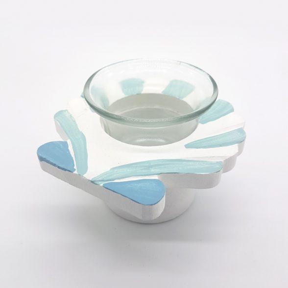 Ljuslykta i trä och glas med maritim dekor, avsedda för värmeljus. Mått 10x10x7,5 cm.