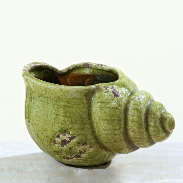 Blomkruka i form av en snäcka i keramik med grön krackelerad glasyr. Mått 25x16x14 cm (lxbxh).