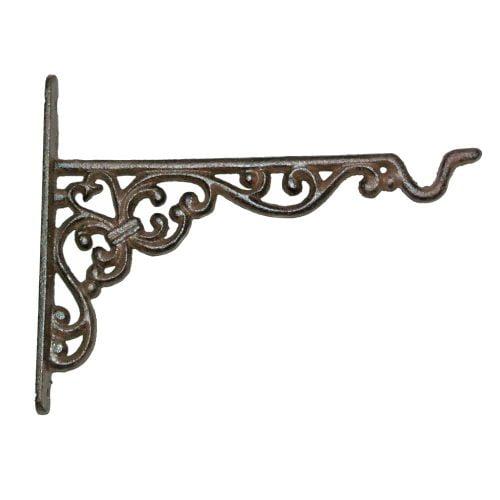 Vägghängd krok i gjutjärn med vacker dekor. Fin att hänga t ex blommor på, eller varför inte en ljuslykta. Mått 23,5x2x18 cm
