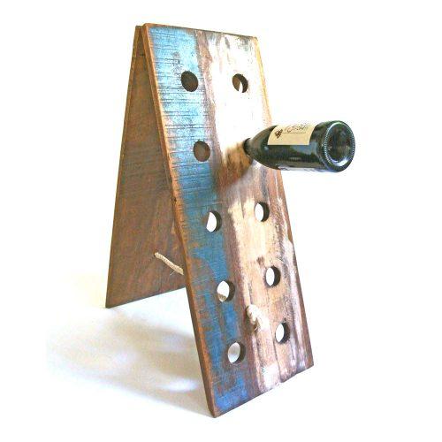 Vinställ i trä med plats för 8 flaskor. Höjd 69 cm, bredd 25,5 cm.