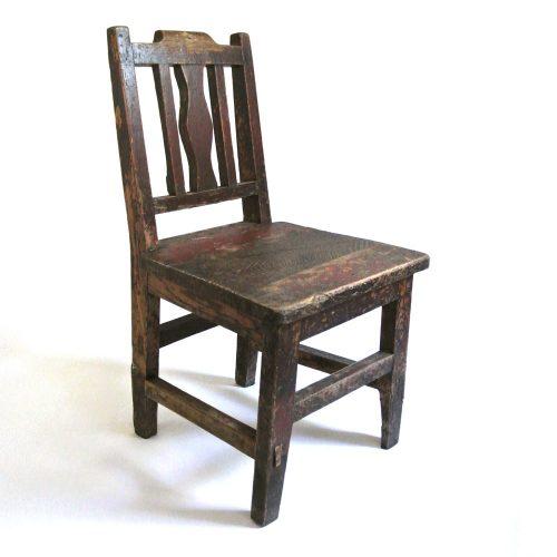 Fin barnstol vintage som även kan användas som t ex blomstol eller sängbord. Mått 30,5x29,5x56,5 cm (lxbxh), sitthöjd 29 cm.