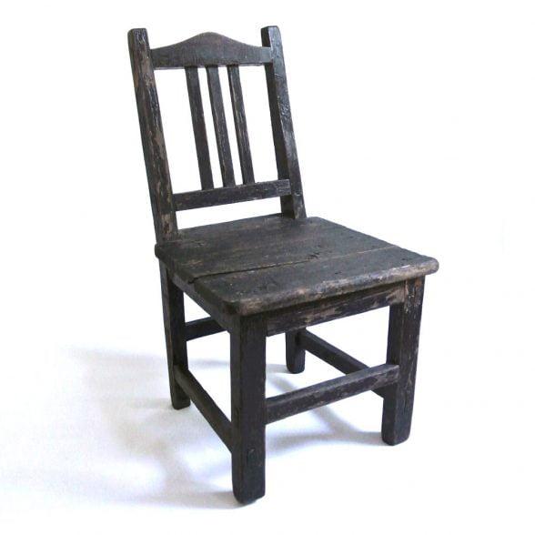 Fin barnstol vintage som även kan användas som t ex blomstol eller sängbord. Mått 30,5x29,5x54,5 cm (lxbxh), sitthöjd 26,5 cm.