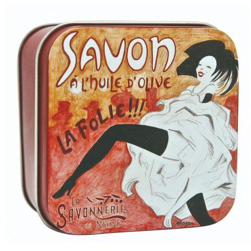 Fransk tvål meden romantisk doft av rosenblom. Tvålen kommer förpackad i en vacker plåtask prydd med en illustration av konstnären Nyonsais Luc Mazan.