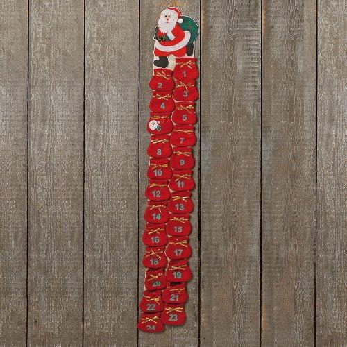 Adventskalender i textil med 24 små påsar. Längd 120 cm.