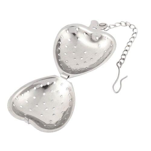Hjärformad tesil i rostfritt stål. Öppna hjärtat för att fylla på med te. Mått hjärta 5x4x2 cm, längd kedja 8,5 cm.