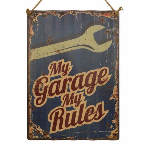 """Tavla i korrugerad plåt med texten """"My garage, my rules"""". Mått 30x40 cm."""