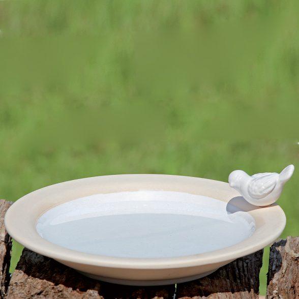 Fågelbad i vit keramik med dekor av fågel, diameter 20 cm.
