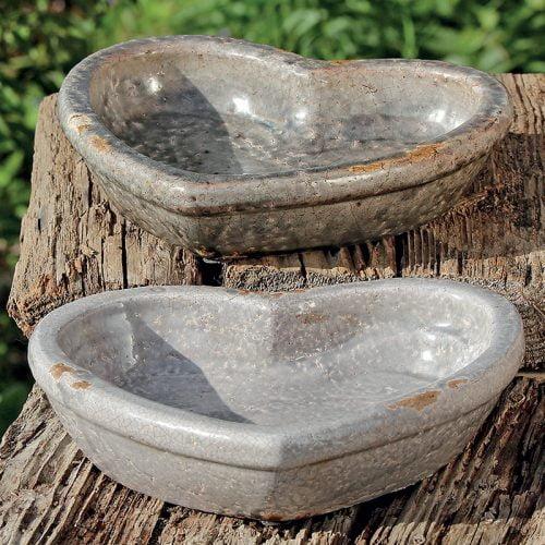 Hjärtformat fågelbad i keramik, mått 23x23 cm. Välj mellan två varianter.