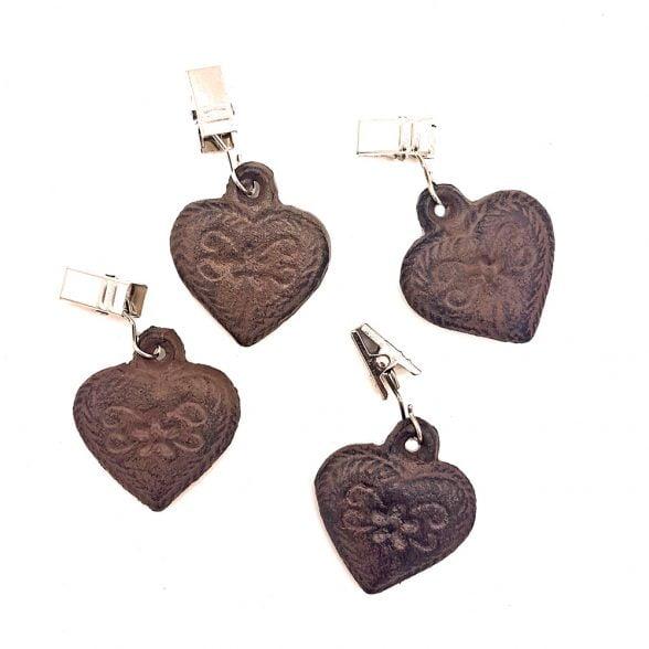 Duktyngder i gjutjärn i form av hjärtan, set med fyra stycken. Längd hjärta 4,5 cm.