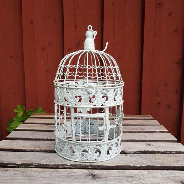 Rund fågelbur i gräddvit metall för dekoration. Fin till krukväxt, ljusslinga eller dekorativ som den är.