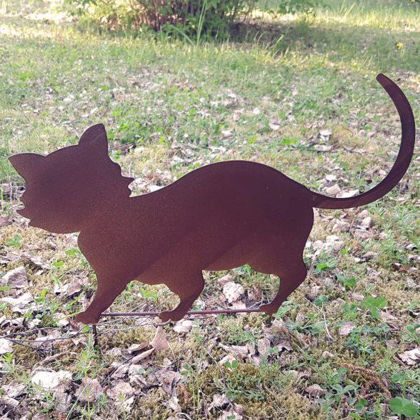 Trädgårdsdekoration i metall i form av en katt.