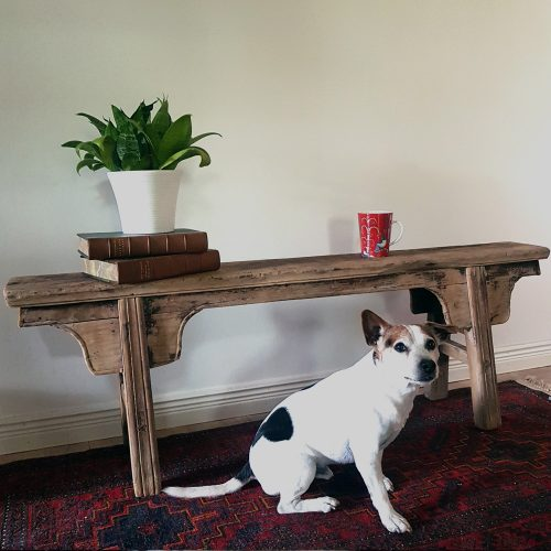Vintage sittbänk i almträ, mellan 50-100 år gammal. Mått 140x30x47 cm (lxdxh), mått sittyta 140x18 cm (lxd), sitthöjd 47 cm. Fri frakt.