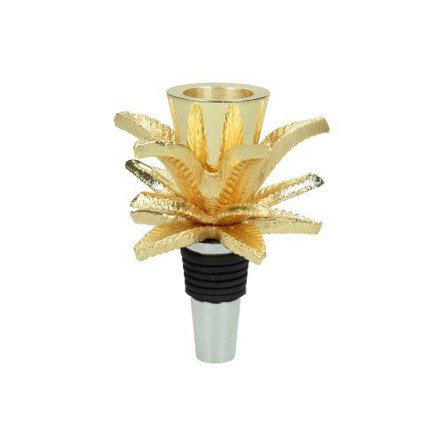 Flaskkork i guldfärgad metall med tropisk inspiration. Flaskkorken är utformad så att man kan sätta ett ljus i toppen och använda som ljusstake. Diameter 7 cm, höjd 9 cm.