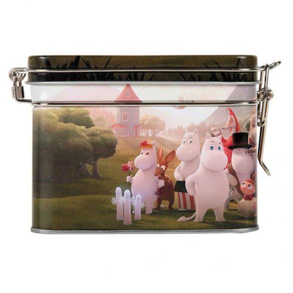 Mumin teburk i plåt med motivet Moominvalley. Burken har ett tätslutande gångjärnslock av plåt. Handdisk rekommenderas. Mått 15x8x9,5 cm (lxbxh).