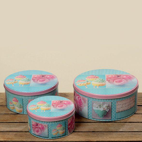 Plåtburk med motiv av rosor och cupcakes. Finns i tre olika storlekar; diameter 14/17/20 cm, höjd 7,5/8/9 cm.