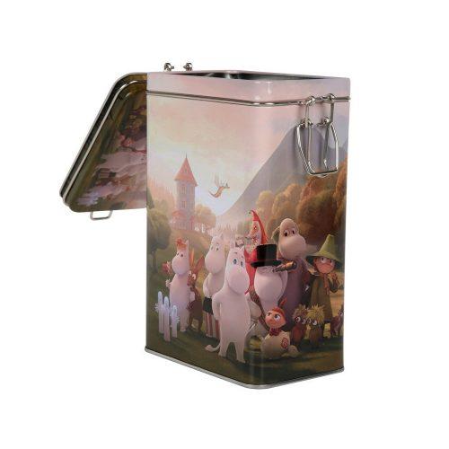 Kaffeburk av plåt med ett fint muminmotiv från den nya Mumin animationsserien 'Moomin Valley'. Burken har ett tättslutande lock med gångjärn och rymmer 500 gram kaffe. Mått 12x20x8 cm (bxhxd). Handdisk rekommenderas.