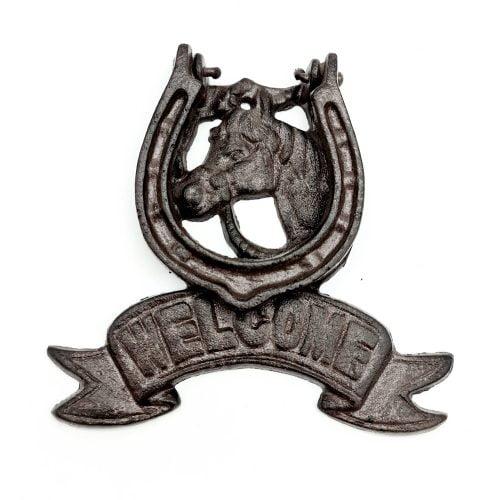 Dörrkläpp i gjutjärn med dekor av häst och texten Welcome. Mått 16x16 cm (bxh).