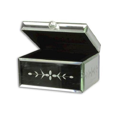 Smyckesskrin med utsida av slipat spegelglas och insida klädd med svart textil. Mått 16x12,5x9,5 cm (lxbxh).