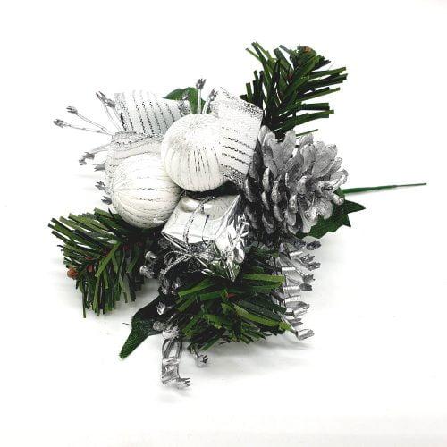 Juldekoration med ståltråd att pynta med till julen, t ex kan man sätta den i blomstergruppen eller julkransen. Bredd/höjd ca 14 cm. Inklusive ståltråd ca 20 cm.