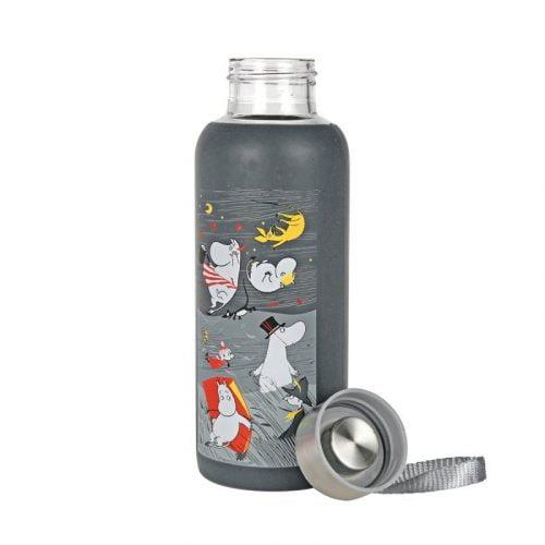 Glasflaska med silikonskydd och Muminmotivet Storm. Flaskan är tillverkad av tåligt borosilikatglas och är försedd med en praktisk skruvkork med ögla.