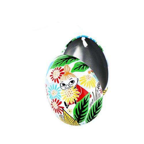Öppningsbart påskägg i plåt med fint muminmotiv och upphängningsögla av vitt satinsnöre. Mått 7x5,5x5,5 cm (lxbxh). Handdisk rekommenderas.