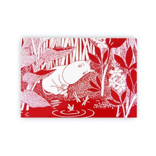 Bordstablett Mumin med motiv från Tove Janssons berättelser. Tillverkad i praktisk miljövänlig PET-plast som är lätt att torka av. Mått 40×27 cm.