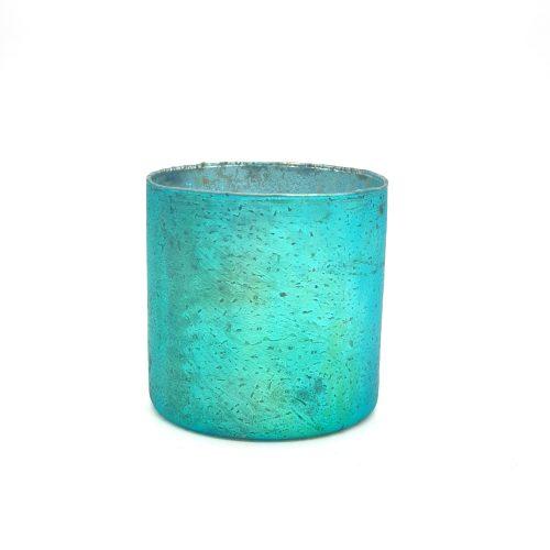 Vacker ljuslykta i turkosfärgat glas, avsedd för värmeljus. Utsidan har en matt turkos färg och insidan är silverfärgad vilket ger ett mysigt sken. Diameter 10 cm, höjd 10 cm.