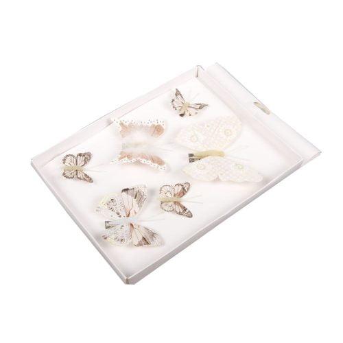 Söta fjärilar i textil att fästa med klämma. Kan t.ex. fästas i gardinen, sänghimlen, krukväxten osv. Set med 6 st fjärilar i olika storlekar, 4-11 cm.