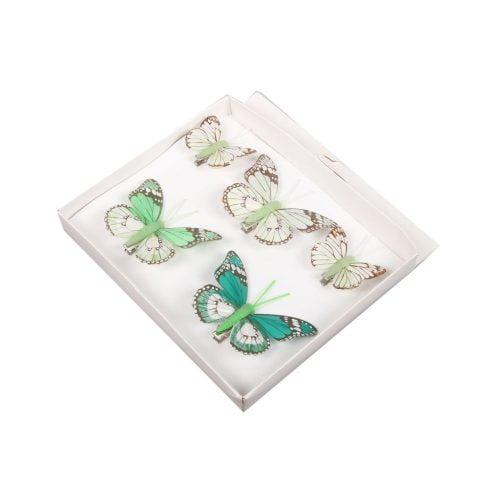 Söta fjärilar i textil att fästa med klämma. Kan t.ex. fästas i gardinen, sänghimlen, krukväxten osv. Set med 5 st fjärilar i olika storlekar (4,5-7,5 cm).